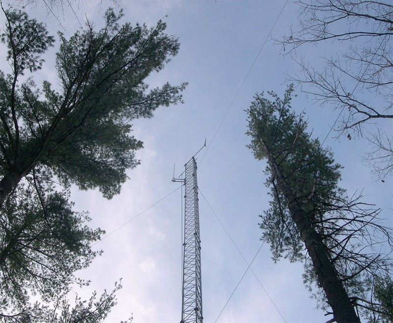 The new 40m relay tower at the Barn site. Photo: Emery R. Boose